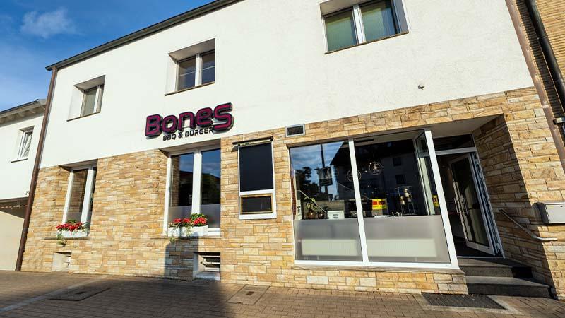 Bones BBQ Burgerrestaurant Außenansicht